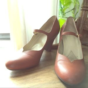 Naturalizer Tan Maryjane heels 37.5